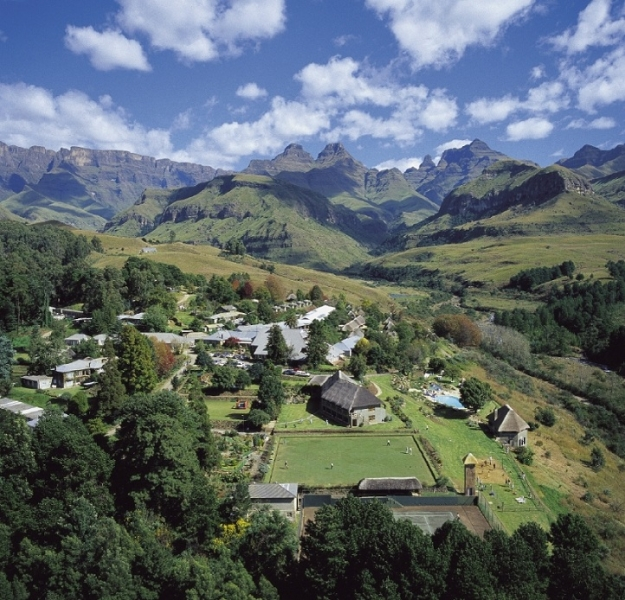 Drakensberg Accommodation Hotels: Cathedral Peak